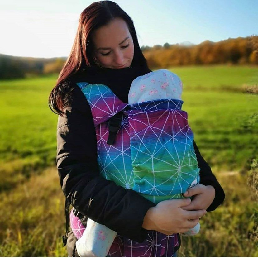 🤱There is nothing as powerful as mother's love and nothing as healing as a child's soul🌸💕 💁‍♀️Check this beautiful post by Clariss @lycan.girl with her little one in BeLenka 4ever Spiderweb - Galaxy carrier 👍 Thank you Clariss for tagging us in your post and welcome to #BeLenkafamily 🤗
