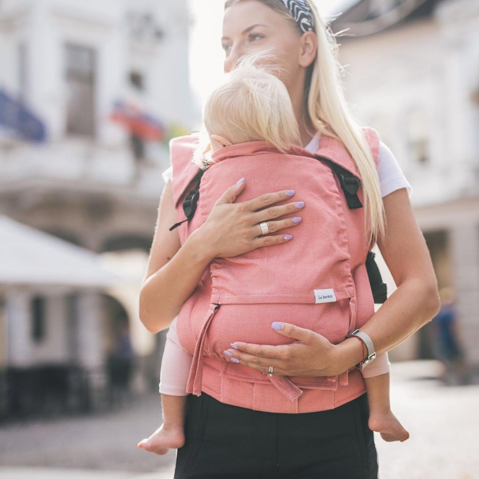 🎉The celebration of love continues with the ongoing European #babywearing week 🤱🏼 (4th - 10May 2020) 🍒 Cherry on the cake - You can grab a Be Lenka Unicolour Babycarrier at a great price of EUR 99 🙌 Dont miss out - Offer is only valid untill stocks last.