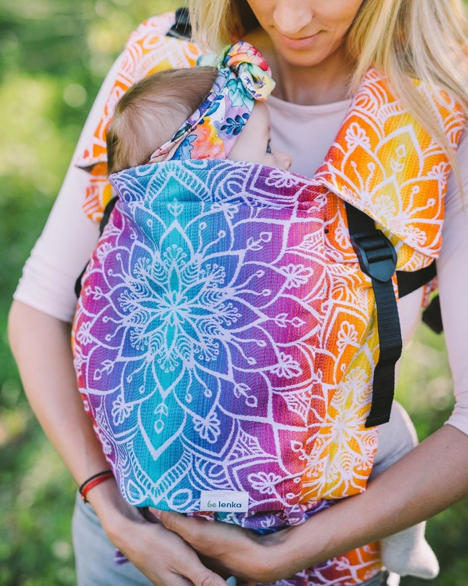 👩👶🏻When baby is the in mums belly for 9 months it gets used to hearing your heartbeat and feeling you breathe. 💞Wearing your baby in a carrier or wrap will be reminiscent of carrying it in your belly and make your baby feel cozy all day long and help to keep calm. 🤱 Be Lenka 4ever Mandala Carrier - available now at BeLenka.com